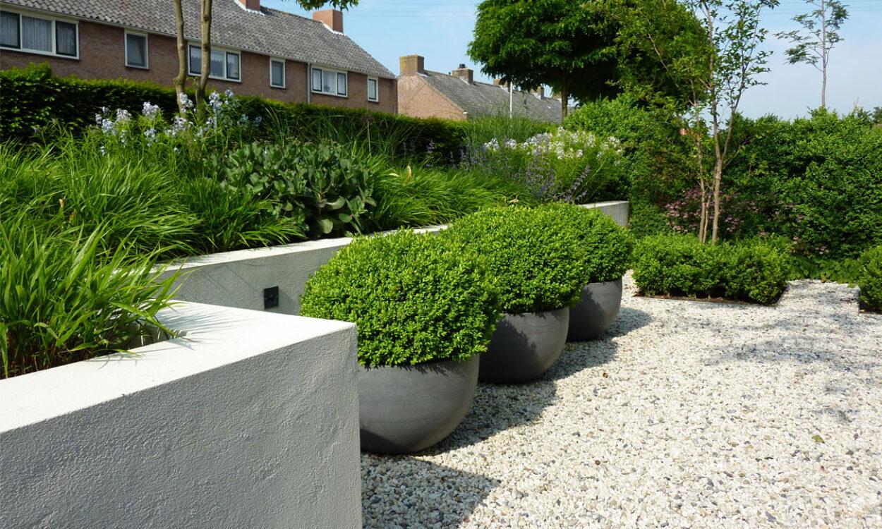 Voortuin met niveauverschil munter tuinprojecten for Voortuin voorbeelden