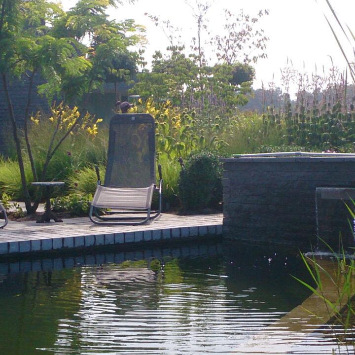 Villatuin met zwemvijver