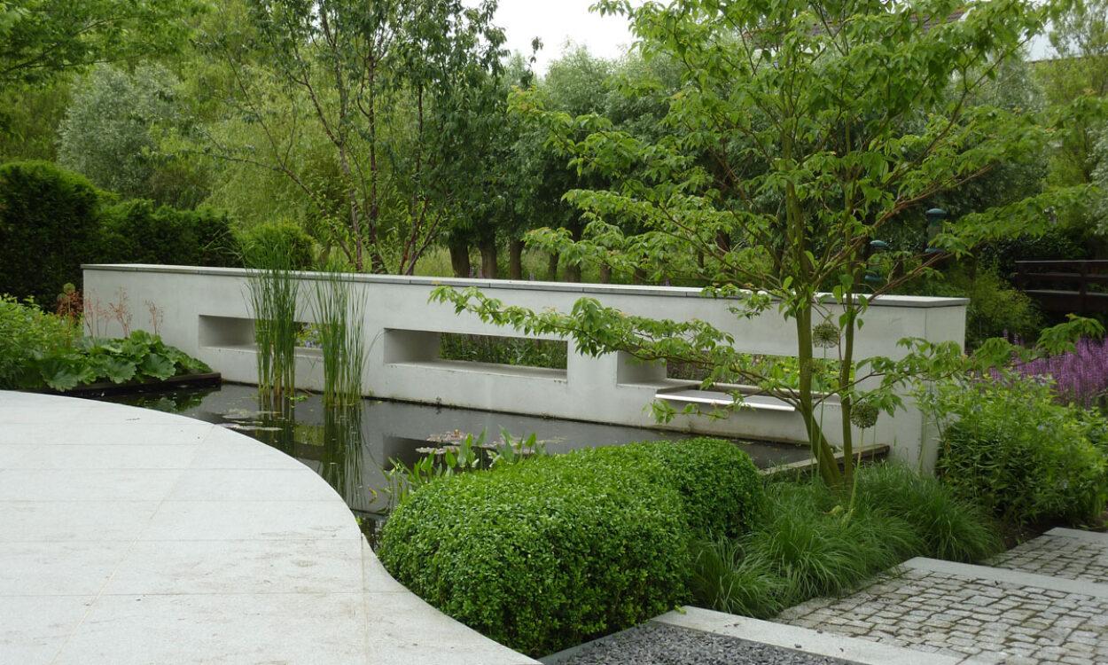 Tuin bij moderne villa 1